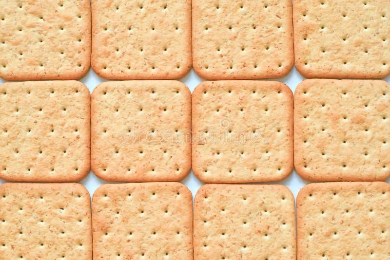 Gele geometrische achtergrond met dozijn gestippelde crackers stock afbeeldingen