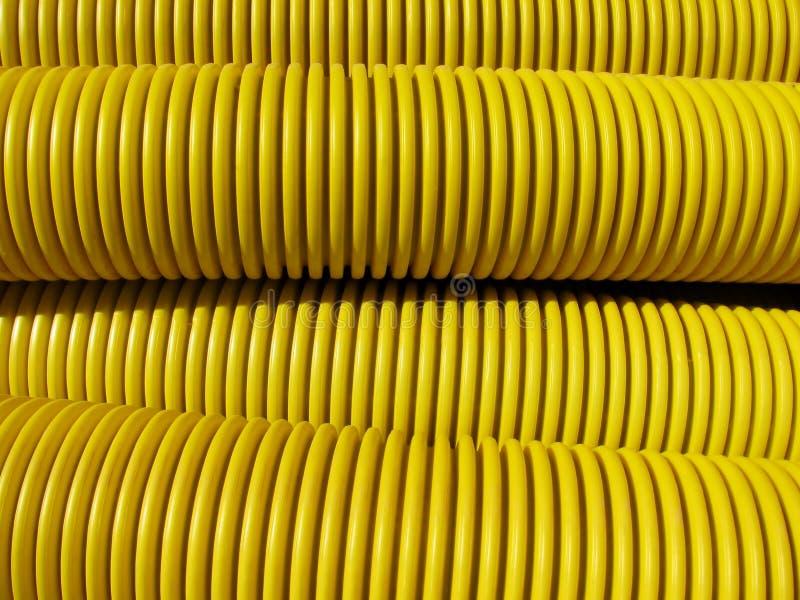 Gele grote plastiek gegroefte pijpen royalty-vrije stock fotografie