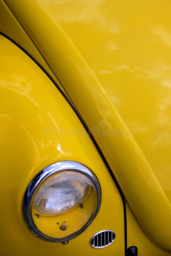 Gele klassieke auto royalty-vrije stock foto's