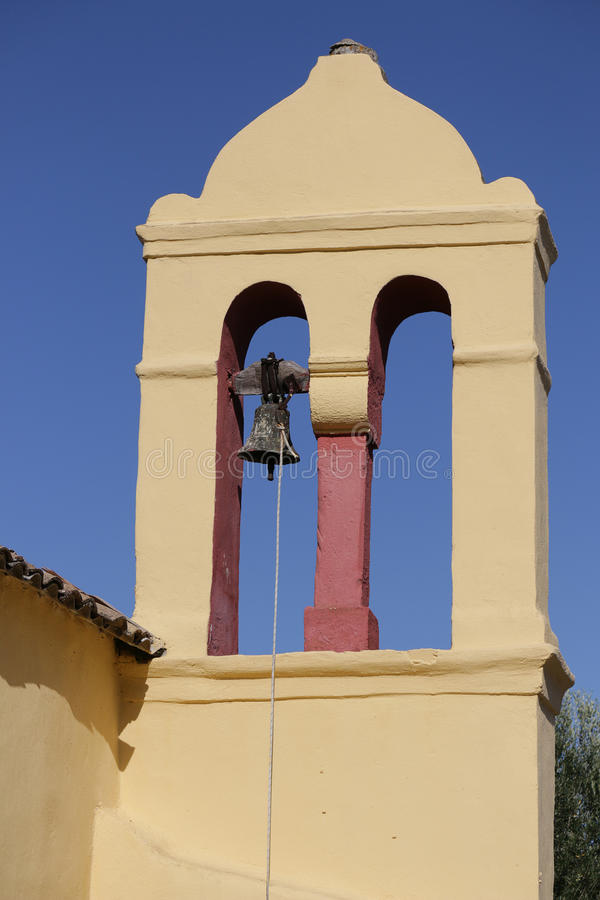 Gele klokketoren in Moraitika korfu Griekenland royalty-vrije stock foto