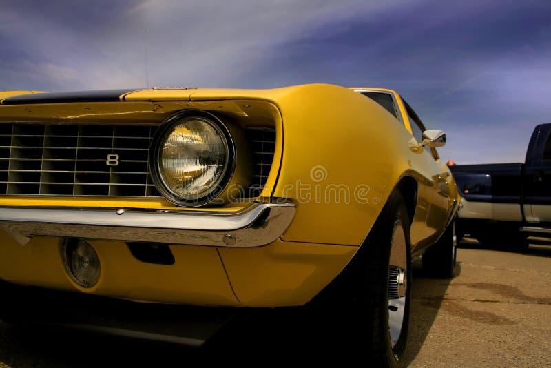 Gele Mustang stock afbeelding