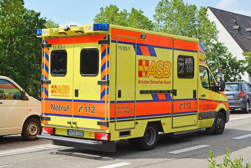 Gele noodsituatieauto van ASB - de de Samaritaanfederatie van de Arbeiders, een Duitse hulp en een welzijnsorganisatie voor civie royalty-vrije stock foto
