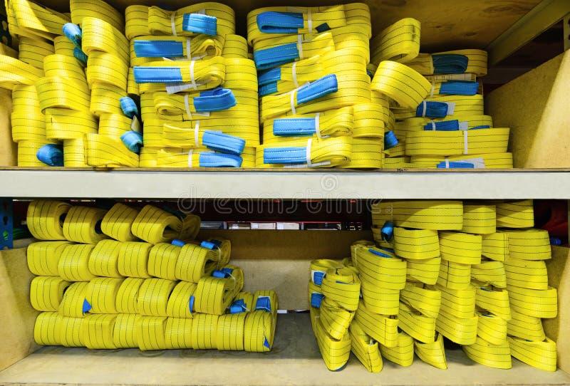 Gele nylon zachte opheffende die slingers in stapels worden gestapeld stock afbeelding
