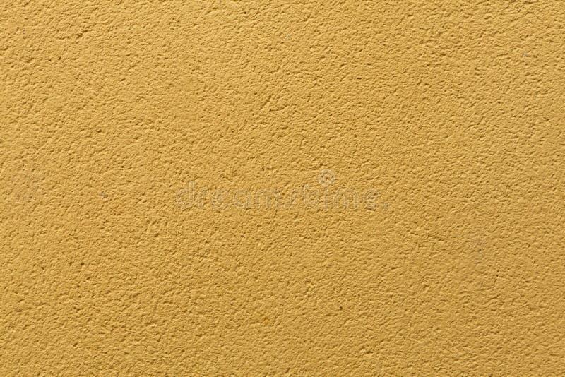 Gele oker geschilderde gipspleistermuur Achtergrond textuur royalty-vrije stock foto