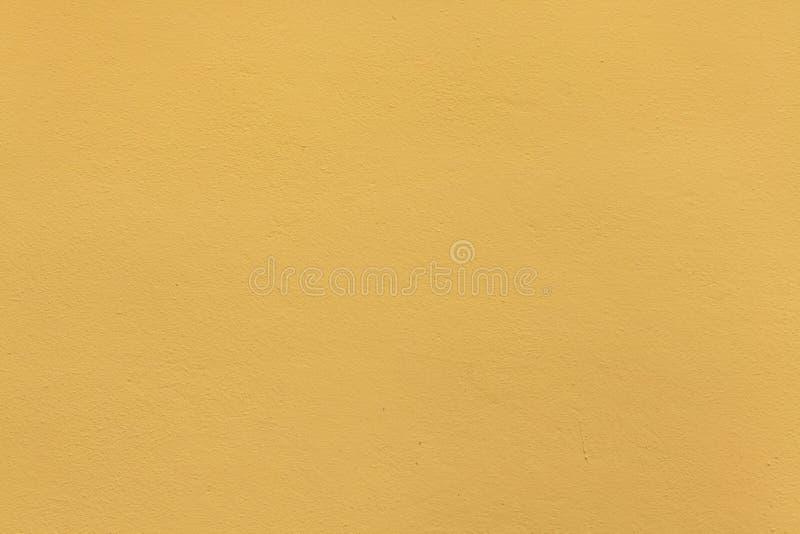 Gele oker geschilderde gipspleistermuur Achtergrond textuur royalty-vrije stock foto's