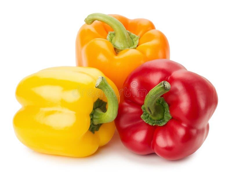 Gele, oranje die en Spaanse pepers op de witte achtergrond worden geïsoleerd stock foto's