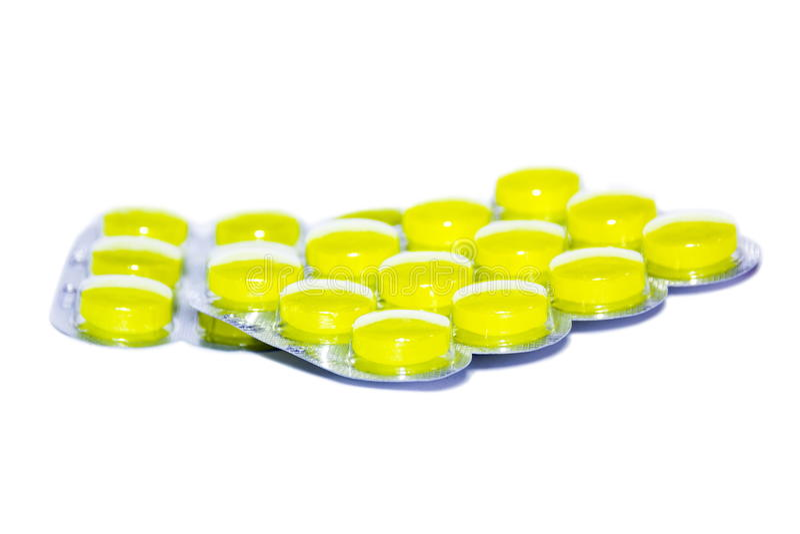 Gele pillen op witte achtergrond stock fotografie