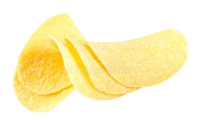 Gele plakjes aardappelchips met zure room en uien geïsoleerd op witte achtergrond royalty-vrije stock foto's