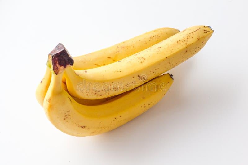 Gele rijpe banaan op een witte achtergrond stock afbeelding