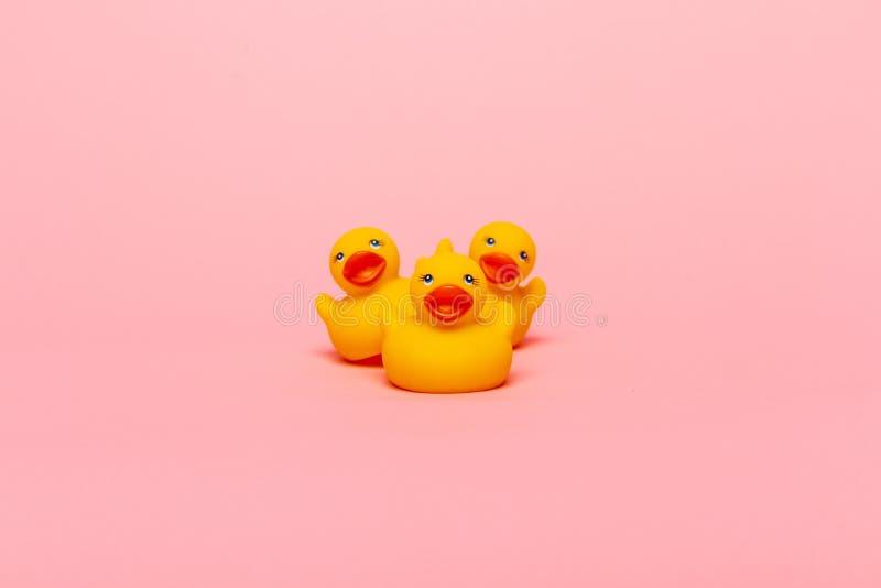 Gele rubberbabyeenden stock foto's