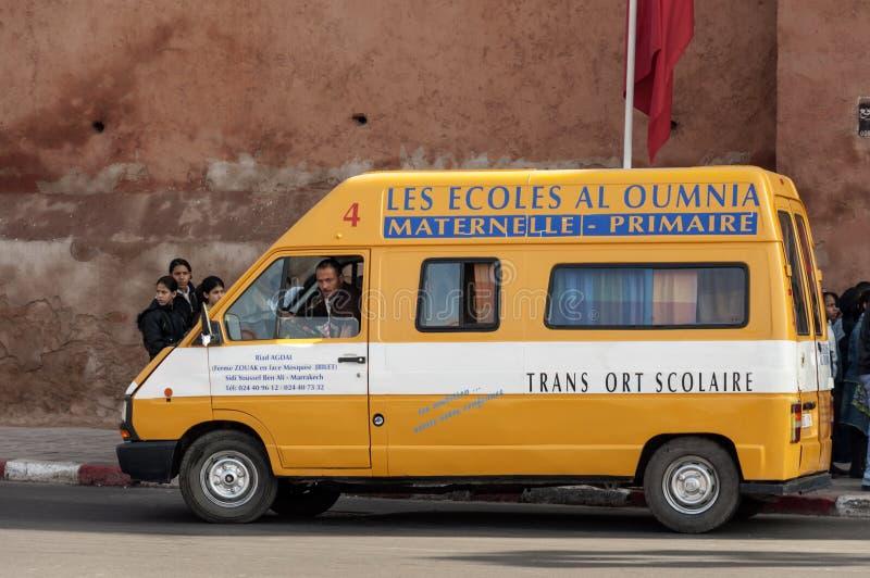 Gele schoolbus in Marrakech stock foto's