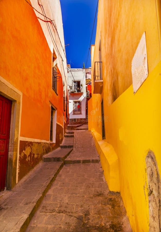 Gele Smalle Straat Guanajuato Mexico stock afbeelding
