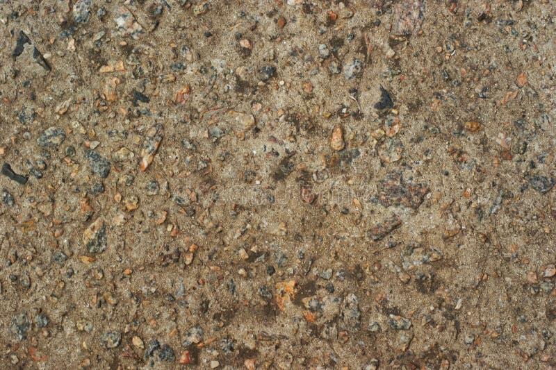 Gele stenen grindstenen met cobblestone blaasstenen blazen de textuurachtergrond van de kiezelsteen stock foto's