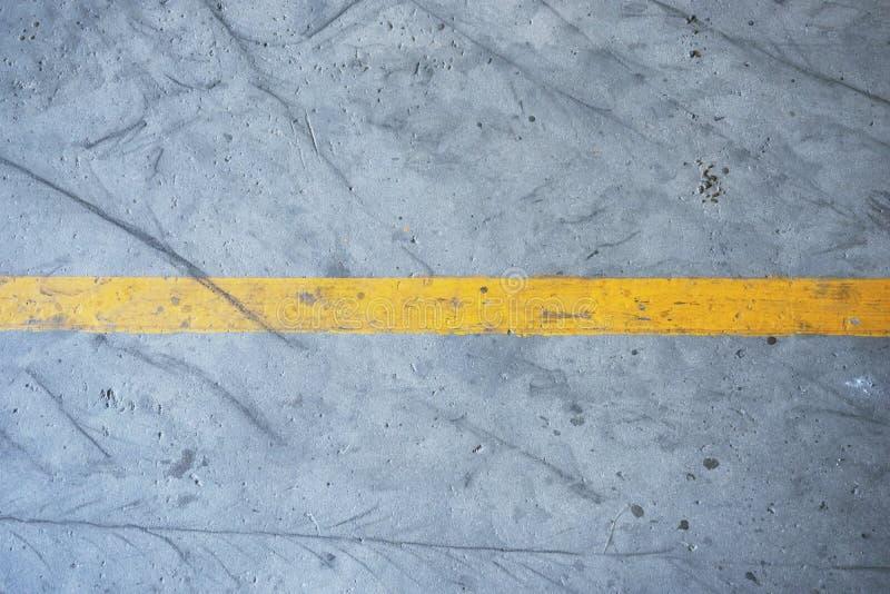 Gele strooklijn stock foto's