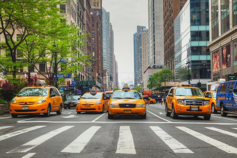Gele taxis bij de de Stadsstraat van New York royalty-vrije stock foto