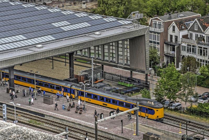 Gele trein bij Centrale Post stock foto's