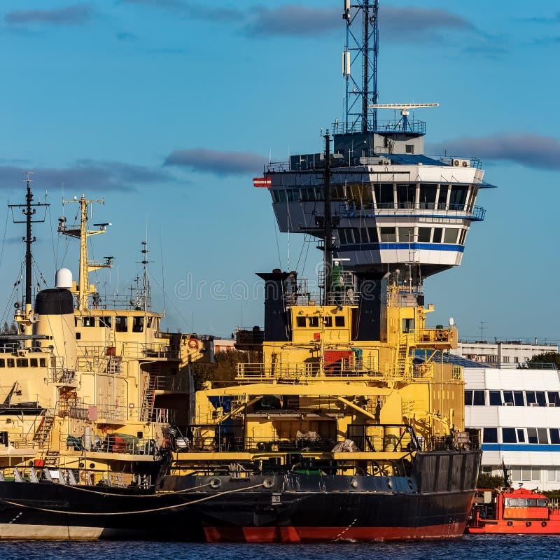 Gele vastgelegd icebreakers stock afbeelding