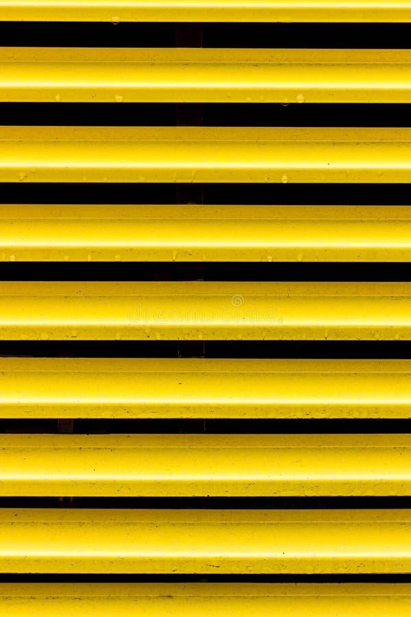 Gele ventilatiegrill Horizontale strepen in zwarte en geel royalty-vrije stock afbeeldingen