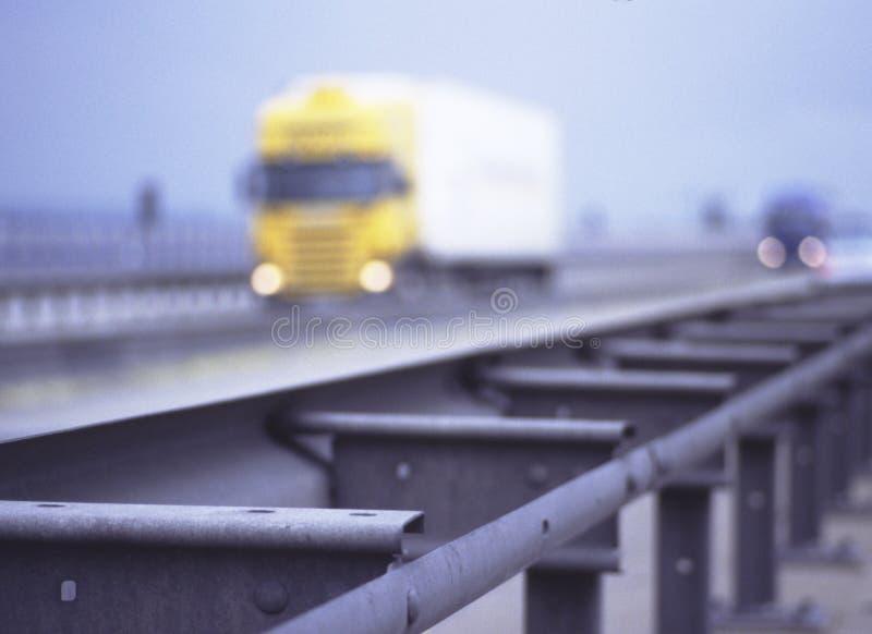 Gele vrachtwagen stock afbeelding