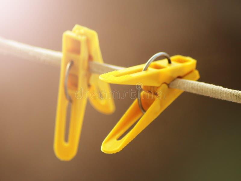 Gele wasknijper twee op de kabel royalty-vrije stock afbeelding