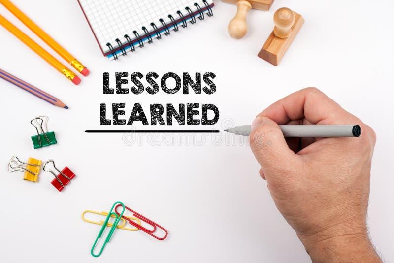 Geleerde lessen Wit bureau waarop diverse punten stock afbeelding