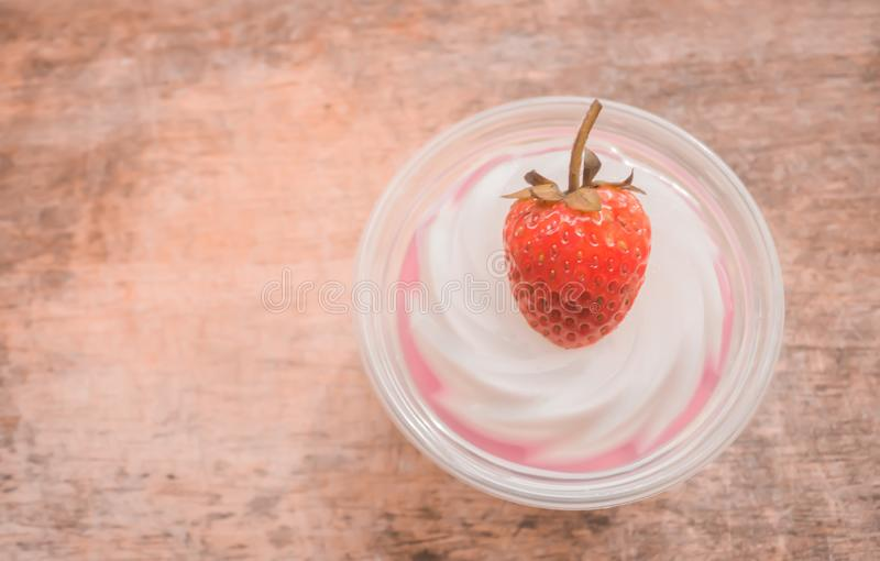 Geleia com strawberrie fresco fotografia de stock
