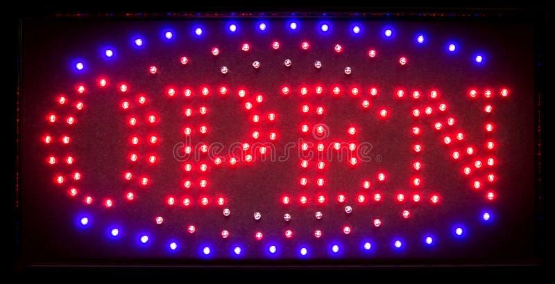 Geleid open teken, helder glanzend symbool voor nachtclubs, restaurants royalty-vrije stock afbeelding