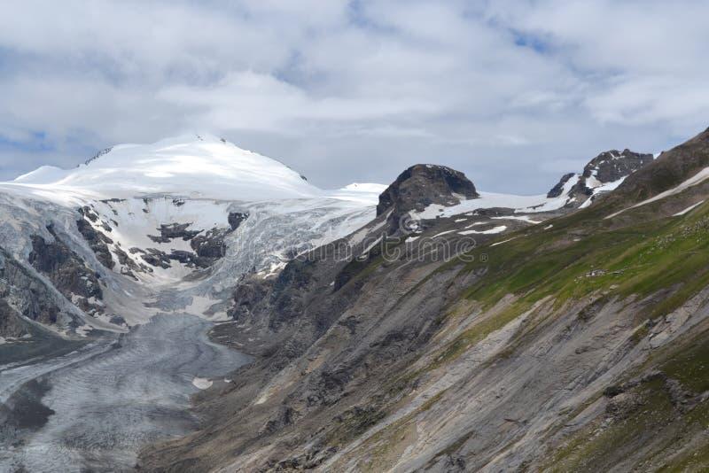 Geleira austríaca Pasterze da geleira dos cumes das montanhas imagens de stock royalty free