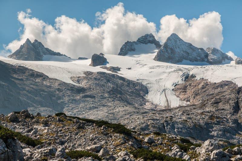 Geleira de Hallstatt com o maciço de Dachstein em Áustria fotografia de stock