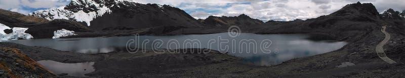 A geleira de Pastoruri é uma geleira do cirque, situada na parte do sul do BLANCA de Cordilheira, parte da cordilheira de Andes fotos de stock