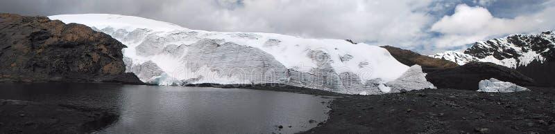 A geleira de Pastoruri é uma geleira do cirque, situada na parte do sul do BLANCA de Cordilheira, parte da cordilheira de Andes imagem de stock royalty free