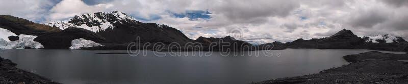 A geleira de Pastoruri é uma geleira do cirque, situada na parte do sul do BLANCA de Cordilheira, parte da cordilheira de Andes fotografia de stock