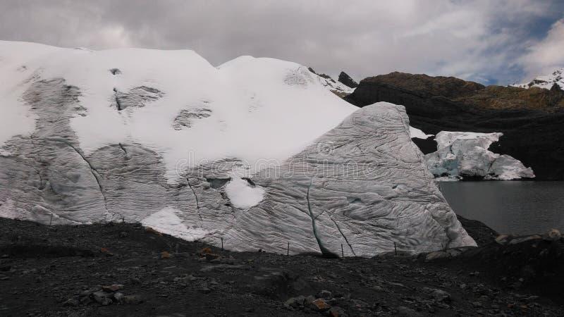 A geleira de Pastoruri é uma geleira do cirque, situada na parte do sul do BLANCA de Cordilheira, parte da cordilheira de Andes imagens de stock royalty free