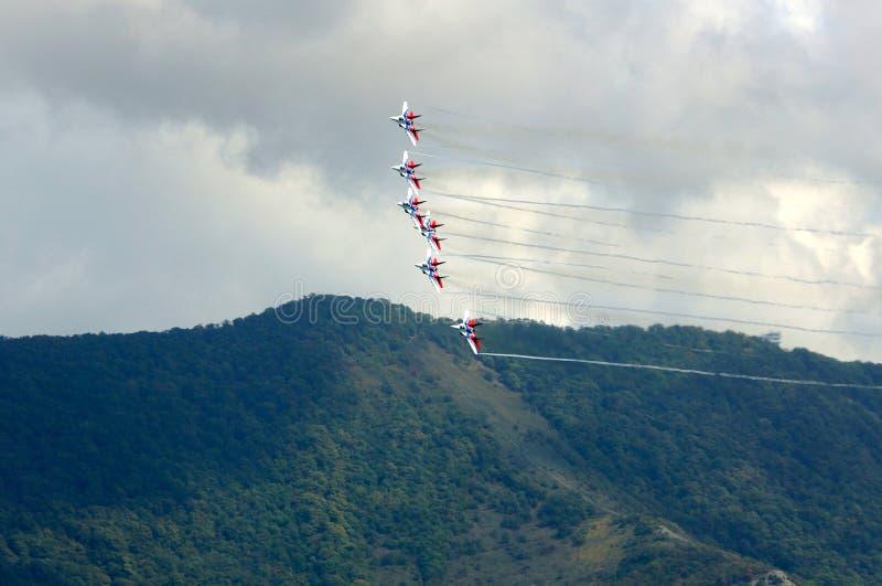 Gelendzhik, Russie - septembre 5,2018 : Groupe aéronautique d'acrobaties aériennes Swifts sur un secteur d'exposition Hydroaviasa photo libre de droits