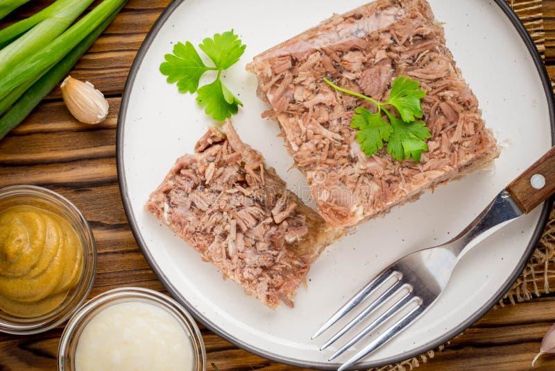 Gelez avec de la viande, aspic de boeuf, plat russe traditionnel, partie photographie stock libre de droits