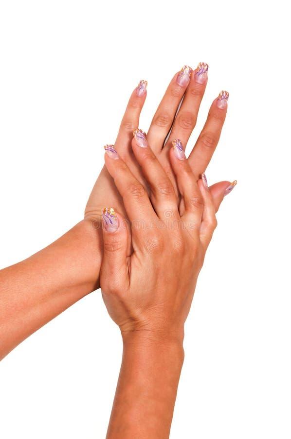 Gelez les bonbons dans les mains avec un vernis à ongles lumineux images stock