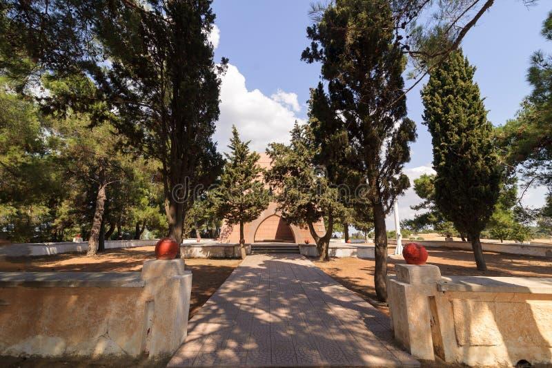 GELIBOLU, TURQUIE - 13 SEPTEMBRE 2016 : Mémorial de Nuri Yamut et cimetière en haut de ravin de caniveau, pièce de Gallipoli 1915 photographie stock