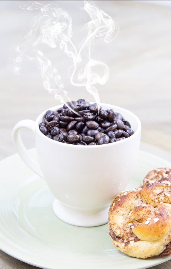 Gelieve te kunnen ik een kop van koffie krijgen stock afbeeldingen