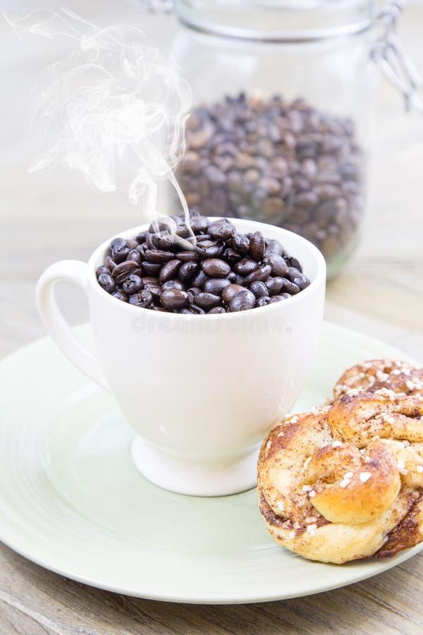 Gelieve te kunnen ik een kop van koffie krijgen royalty-vrije stock afbeelding
