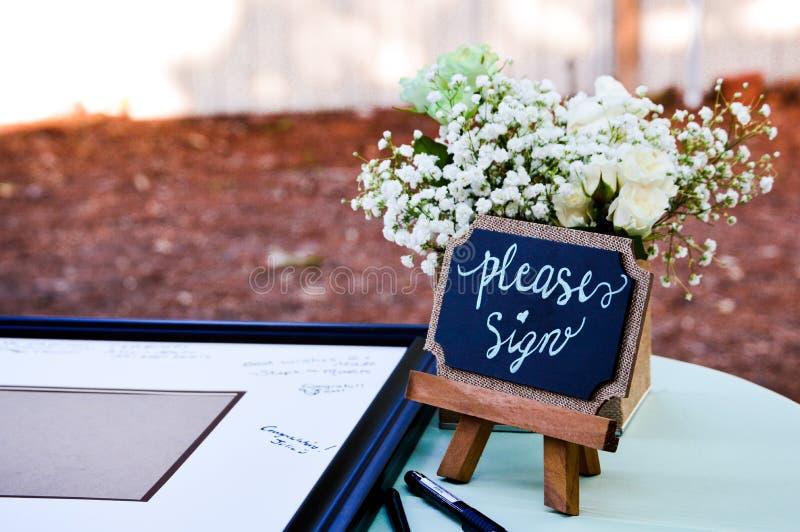 Gelieve te ondertekenen bij het huwelijk royalty-vrije stock afbeelding