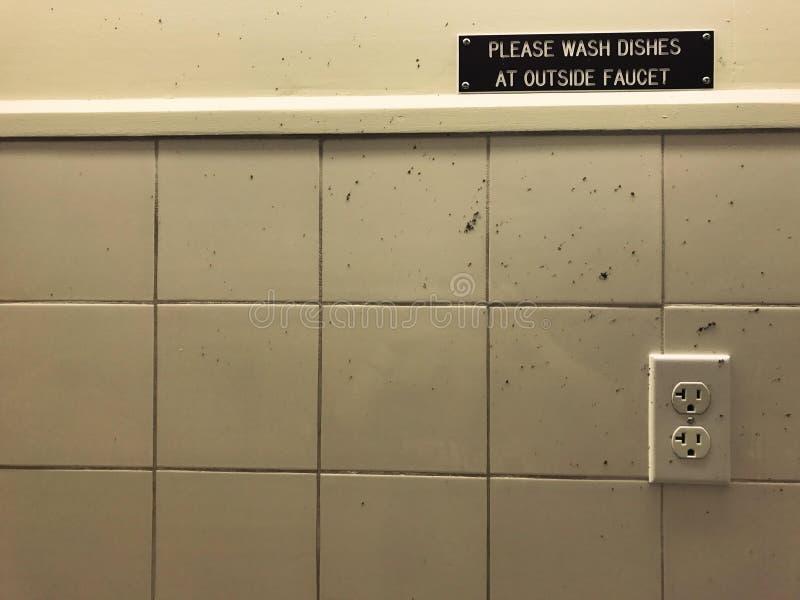 Gelieve te wassen Schotels stock foto's