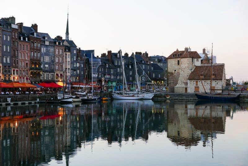Gelijk makend in Honfleur-haven, Frankrijk (1) royalty-vrije stock foto