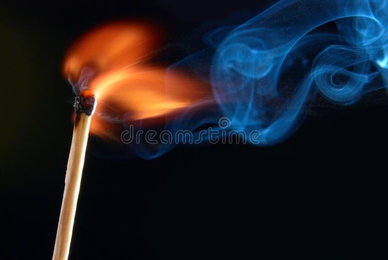 Gelijke met rook en brand stock foto's