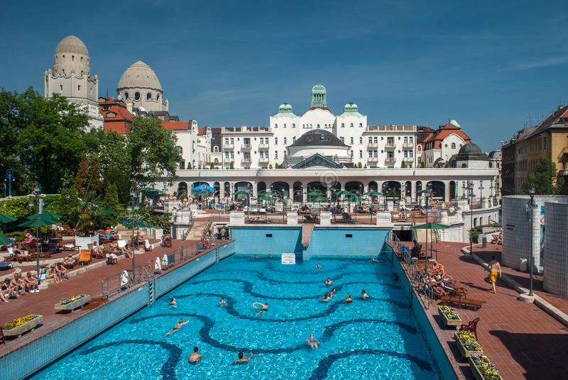 Gellert thermalbad i Budapest royaltyfri bild