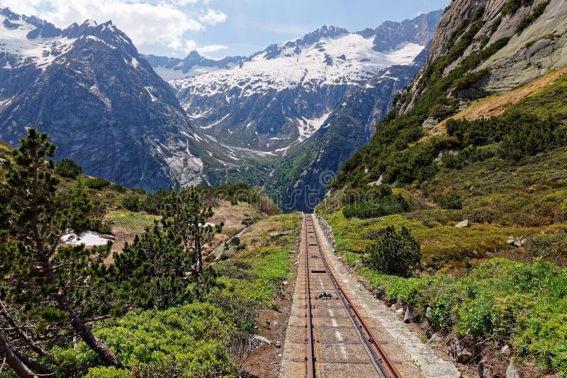 Gelmer Funicular com vista ao vale Haslital imagem de stock royalty free