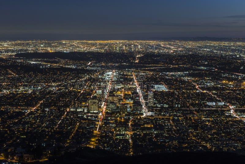 Gelndale en de Nachtantenne van Los Angeles stock afbeelding
