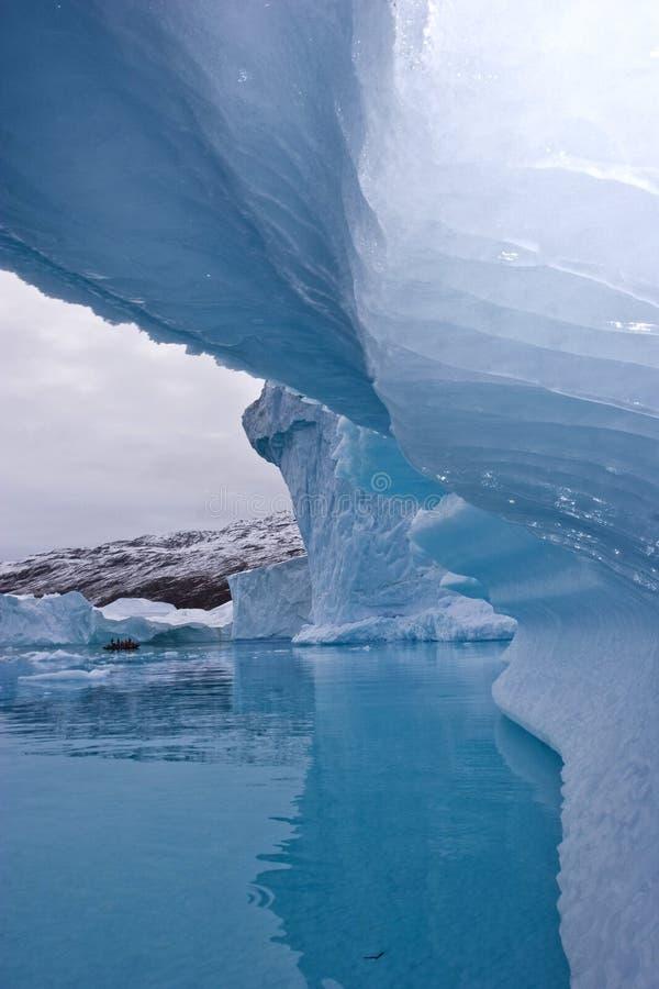 Download Gelo azul profundo imagem de stock. Imagem de costa, global - 12804271