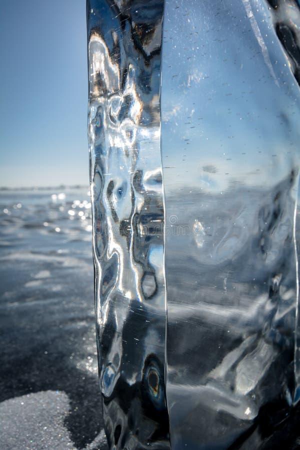 Gelo claro do Lago Baikal fotografia de stock royalty free