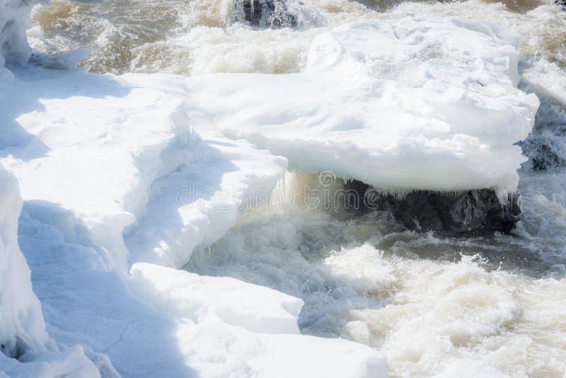 Gelo de derretimento na garganta de Moricetown fotos de stock royalty free