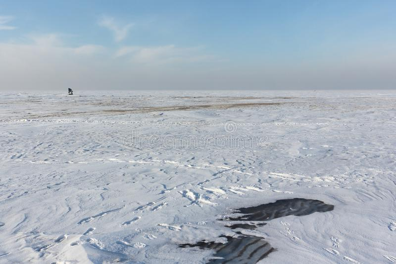 Gelo de derretimento no reservatório de Ob, Sibéria, Rússia imagem de stock royalty free